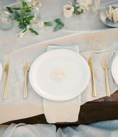 Simple, sweet, and elegant place setting!