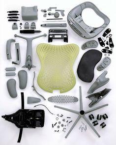 Para todo diseñador industrial, un objeto (en esta ocasión una silla) tiene varias maneras de llamar nuestra atención. Su apariencia es obviamente la primera y más fácil de percibir por cualquiera, pero hay algunos casos donde su fabricación ó construcción es igual de atractiva. Para este post quería compartir algunos ejemplos de sillas que sin caer en el rango de muebles flat-pack, tienen algo especial en sus componentes.
