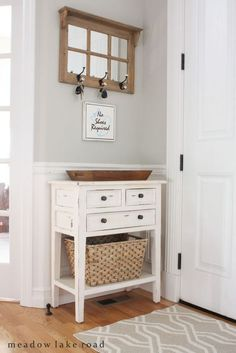 How to decorate small home fresh ideas for small entryways home decor home decor small house decorating and small apartment decorating tips to decorate Small House Decorating, Small Apartment Decorating, Decorating Ideas, Apartment Ideas, Decor Ideas, Studio Apartment, Apartment Door, Small Apartment Entryway, Narrow Entryway