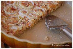 cibulový koláč na několik způsobů Savory Snacks, Quiche, Pizza, Desserts, Food, Tailgate Desserts, Deserts, Essen, Quiches