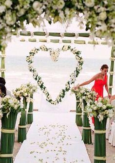 Olha o coração na cerimônia !  Adorooo a ideia, mas colocaria mais cores nele paa ficar alegre!!!