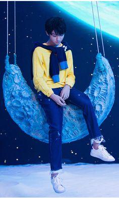 My moonlight ❤❤ Happy Birthday 18th, Jackson Yi, Famous Singers, Thing 1, Flower Boys, Ulzzang Boy, Celebs, Celebrities, Beautiful Boys