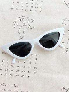 white sunnies Tendências Da Moda, Oculos De Sol, Roupas Tumblr, Sapatos,  Vitrines f8b0fb86eb