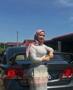 Hijab Fashionista, Hijab Chic, Girl Hijab, Muslim Girls, Beautiful Hijab, Blonde Beauty, Insta Saver, Amazing Women, Hot
