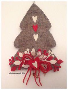 Albero in lana cotta con decori rossi e bianchi , by fattoamanodaTati, 26,00 € su misshobby.com