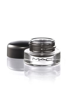 M·A·C's ultra-smooth, Fluidline gel provides the precision of a liquid liner with a silkier, softer finish.
