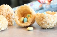 rice krispie easter egg with surprise chocolate inside. very cute holiday treat!!!!!!!
