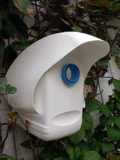 http://www.boligliv.dk/kreative-ideer/diy-upcycle-dit-plastikaffald/