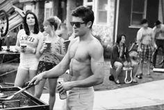 Zac Efron promete que te hará una hamburguesa después de que pases una noche con él: | 30 Gifs que harán que tus ovarios exploten