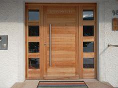 Individuell gefertigte Haustüre aus Massivholz