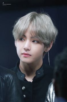 Why r u so beautiful taehyung-kun!!!!!