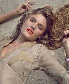 """Tem top que também faz aniversário neste 17 de abril: @constancejablonski! A modelo francesa que estampa a lista de """"ícones da indústria"""" do renomado Models.com comemora 26 anos e para celebrar relembre um dos cliques do ensaio exclusivo para a edição de novembro de 2012 da #VogueBrasil feito pelas lentes de @henriquegendre. Joyeux Anniversaire! #constancejablonski  via VOGUE BRASIL MAGAZINE OFFICIAL INSTAGRAM - Fashion Campaigns  Haute Couture  Advertising  Editorial Photography  Magazine…"""