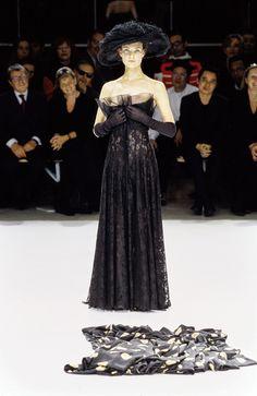 Yohji Yamamoto Spring 1999 Ready-to-Wear Fashion Show - Shalom Harlow