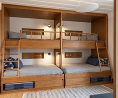 Bedroom Setup, Guest Bedroom Decor, Bedroom Layouts, Home Design Decor, Home Room Design, Bedroom Furniture Inspiration, Pallet Furniture Designs, Bunk Bed Rooms, Bunk Beds Built In