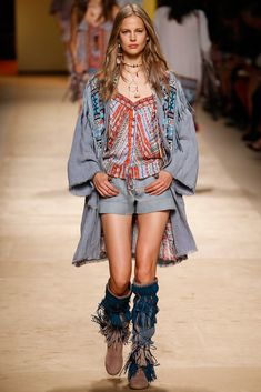 See all the Collection photos from Etro Spring/Summer 2015 Ready-To-Wear now on British Vogue Fashion Over 40, I Love Fashion, Spring Fashion, Fashion Show, Fashion Design, Milan Fashion, Vogue, Boho Outfits, Fashion Outfits