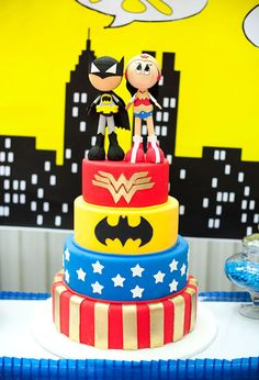 Ah bueno. una torta asi puej! Cake at a Superhero Party #superhero #partycake