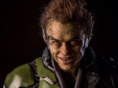 Dane DeHaan gets a real close-up as The Green Goblin. The Amazing Spider-Man 2 villain is one of three. Harry Osborn, Dane Dehaan, Andrew Garfield, Entertainment Weekly, Green Goblin, Spider Man 2, Gwen Stacy, Spiderman Movie, Popcorn