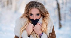 There's no reason to let the cold weather steal your healthy glow this winter season! Prevent dry skin with a topical and nutritional regimen. Moisturizing Hair Mask, Diy Hair Mask, Hair Masks, Stop Hair Loss, Winter Hairstyles, Body Treatments, Outdoor Woman, Dry Hair, Winter