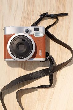 Changing The Look Of Your Home With Vintage Posters - Popular Vintage Fujifilm Instax Mini 90, Instax Mini Camera, Fuji Instax Mini, Polaroid Camera, Instax Wide, Accessoires Iphone, Classic Camera, Vintage Cameras, Vintage Polaroid