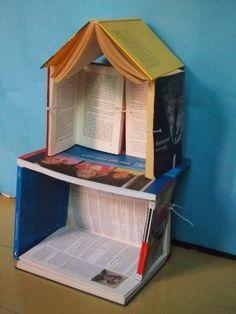 Recycling Kunst: Wer braucht schon doofe Bücher? Kreative Bau-Freunde auf jeden Fall - um aus Utta Danella und Thilo Sarrazin tolle Puppenhäuser zu errichten.
