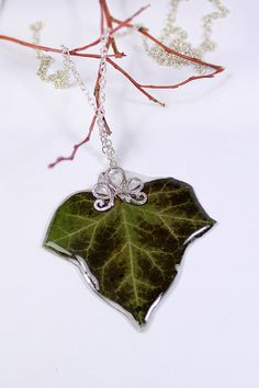 Pendants Terrarium Necklace Green Ivy Leaf Handmade Rustic Necklace Real Plant Modern Jewelry Deep Green necklace Floral Necklace For Her