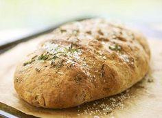 Ingredience: mouka chlebová 1/2 kilogramu (pšeničná), mouka chlebová 1 hrst (žitná ), droždí, kmín (drcený), sůl 2 lžičky, ocet 1 lžíce.
