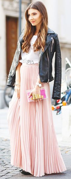 This is a must have Blush maxi skirt Poly Banded waist pleated maxi skirt Modest Fashion, Love Fashion, Fashion Outfits, High Fashion, Fashion Ideas, Urban Chic Outfits, Look Rose, Pink Pleated Skirt, Maxi Skirt Outfits