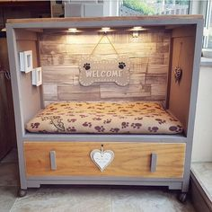 Get best quality dog ​​bed at hundebett-dogg.de/ Get best quality dog ​​bed at hundebett-dogg. Animal Room, Diy Pour Chien, Canis, Dog Room Decor, Pet Decor, Puppy Room, Puppy Beds, Cute Dog Beds, Small Dog Beds