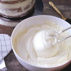 White Chocolate Buttercream Creamy, sweet, and perfect for any treat, you'll want to make this frosting for all of your favorite cakes. Plus: Ultimate Holiday Guide Plus: More Dessert Recipes and Tips Icing Frosting, Frosting Recipes, Fondant Icing, Wedding Cake Frosting, Fondant Tips, Just Desserts, Delicious Desserts, Dessert Recipes, Food Cakes