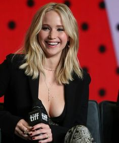 Jennifer Lawrence Flashes Major Cleavage in Low-Cut Top at Toronto Film Festival Beautiful Celebrities, Beautiful Actresses, Beautiful Women, Jennfer Lawrence, Jennifer Lawrence Pics, Black Lace Crop Top, Darren Aronofsky, Toronto Film Festival, Foto Pose