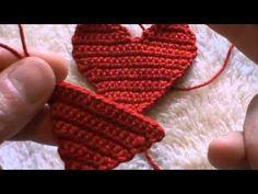 cuore portachiavi all'uncinetto con bordino di perline prima parte - YouTube