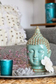 If you're inspired from Buddhism or not, Buddha oriented living room decoration ideas can surely bring your living room that peaceful yet classy look. Feng Shui, Buddha Home Decor, Buddha Garden, Zen Space, Zen Room, Asian Home Decor, Zen Home Decor, Boho Stil, Meditation Space