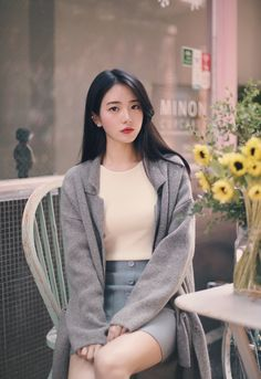 womens korean fashion looks great! Korean Fashion Trends, Korea Fashion, Asian Fashion, Daily Fashion, Fashion Beauty, Ulzzang Fashion, Ulzzang Girl, Casual Skirt Outfits, Cute Outfits