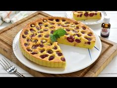 Clafoutis cu zmeura (CC Eng Sub) Easy Cookie Recipes, Donut Recipes, Healthy Dessert Recipes, Brownie Recipes, Cupcake Recipes, Easy Desserts, Romanian Food, Food Cakes, Kitchen Recipes