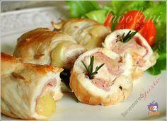 Involtini di pollo, secondo piatto facile e veloce, con petto di pollo, formaggio e prosciutto. Cottura in padella, da servire con crema di patate o verdure