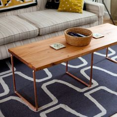 Une table basse en cuivre / Copper coffee table