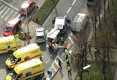Bruxelles a été secouée mardi par plusieurs attentats terroristes coordonnés, avec de puissantes explosions dans le métro et à l'aéroport international, dont l'une probablement causée par un kamikaze, qui ont fait une trentaine de morts, plus de 200 blessés et paralysé la capitale de l'Europe