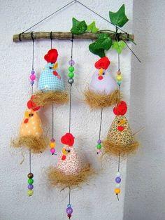 móbile de galinhas em tecido, com peças acrilicas R$ 45,00:                                                                                                                                                                                 Mais