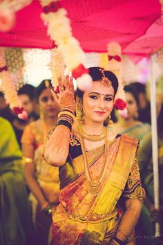 You can find the best wedding photographers, top wedding makeup artists, finest wedding decorators, top wedding planners, bridal stylists & affordable jewellery rentals South Indian Bride Jewellery, Bridal Sarees South Indian, Bridal Silk Saree, Indian Bridal Fashion, Saree Wedding, Gold Bridal Jewellery, Indian Jewelry, Gold Jewelry, Antique Jewellery