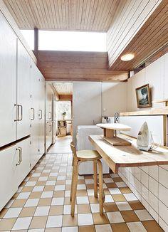 Bostäder till salu – Din lokala mäklare i Bromma – Ålstens Fastighetsbyrå Decor Interior Design, Interior Decorating, Inside Home, Japanese Design, Continental, Architecture, City Sky, Kitchen, Furniture