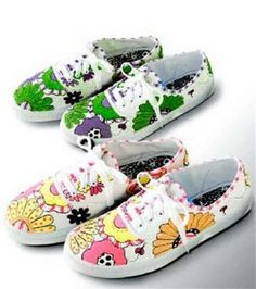 Decorate Your Tennis Shoes with Fabric Markers - Free Pattern!