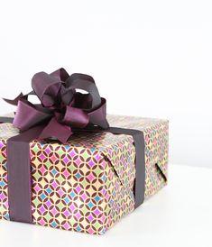DIY Easy Pom Pom Gift Bow
