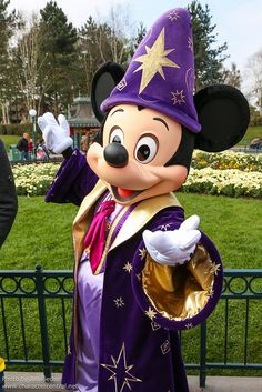 DLP April 2012 - Disney's 20th Anniversary Celebration Train by PeterPanFan, via Flickr