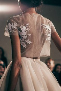 Jupon en tulle : Mira Zwillinger Bridal Spring 2016 / Wedding Style Inspiration - Weddings: Dresses, Engagement Rings, and Ideas Look Fashion, Fashion Details, Runway Fashion, High Fashion, Fashion Design, 90s Fashion, Couture Fashion, Couture Style, Bridal Fashion