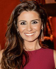 Giovanna Antonelli: ondas largas nos cabelos, olhos marcados e boca nude no make #maquiagem #atriz #linda