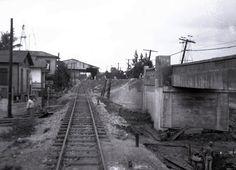 El paso del puente a desnivel y vía ferroviaria en Santurce, Puerto Rico, año 1941.