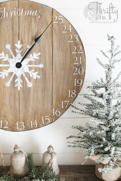 super 28 Best Rustic DIY Christmas Decor Ideas and Designs for Christmas Clock Advent Calend Wood Advent Calendar, Christmas Countdown Calendar, Diy Calendar, Countdown Clock, Diy Christmas Decorations For Home, Farmhouse Christmas Decor, Christmas Projects, Farmhouse Decor, Modern Farmhouse