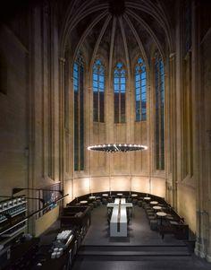 Image of the Seleyx Dominicanen Maastricht bookshop and Academische Boekhandel designed by Merkx and Girod, c. 2006.