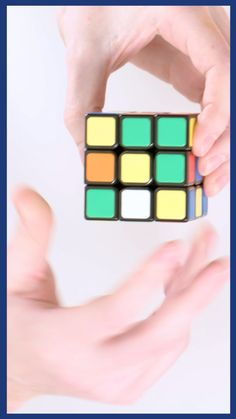 This seven-step guide will take you through the process of solving a Rubik's Cube - just bring some patience and dedication. video Rubic's Cube Tutorial: 7 steps on how to solve a rubik's cube Amazing Life Hacks, Useful Life Hacks, Rubiks Cube Patterns, Solving A Rubix Cube, Rubik's Cube Solve, Foto Software, Instruções Origami, Everyday Hacks, Diy Crafts Hacks