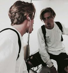 Shared by ♡. Find images and videos about boy and guy on We Heart It - the app to get lost in what you love. Middle Part Hairstyles, Boy Hairstyles, Choosing Hair Color, Medium Hair Styles, Curly Hair Styles, Model Tips, Mode Streetwear, Grunge Hair, Mi Long